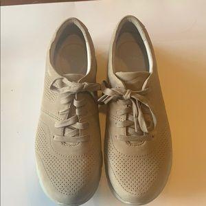EUC Dansko suede tan sneakers